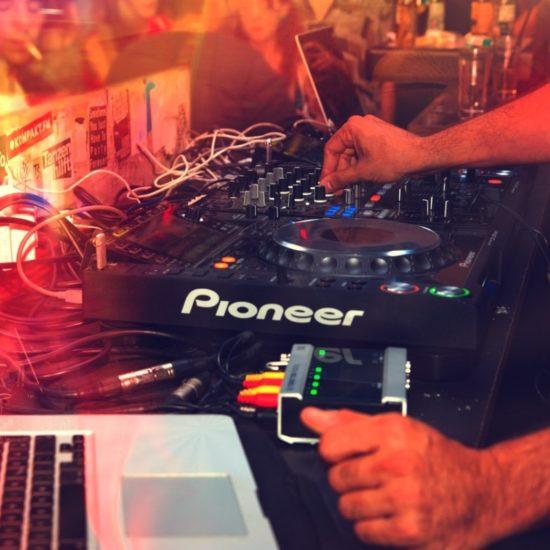 Indie Musicians Gain a Following DJ
